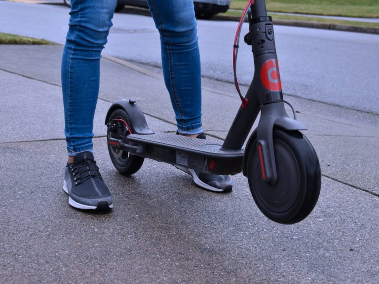Xiaomi Mi Electric Scooter Review (M365) - How Good Is It?