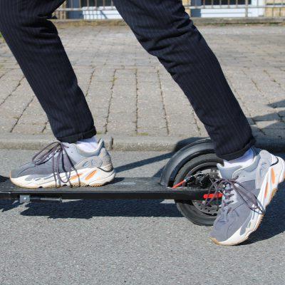 3 use a kick scooter stance