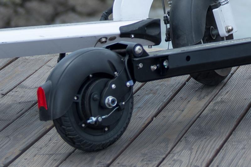 Speedway Mini 4 Pro rear wheel