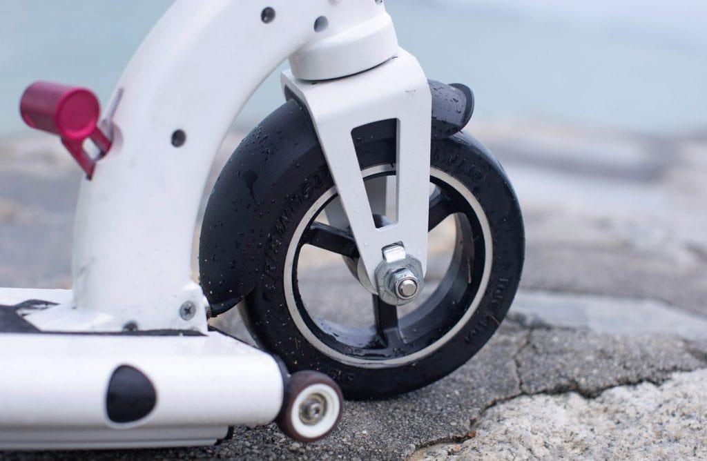 INOKIM Mini 2 front wheel and folding mechanism closeup