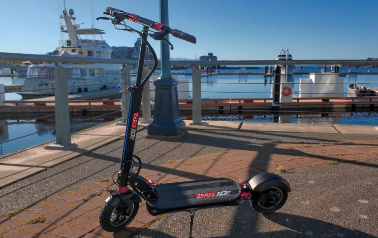Zero 10 electric scooter at the harbour