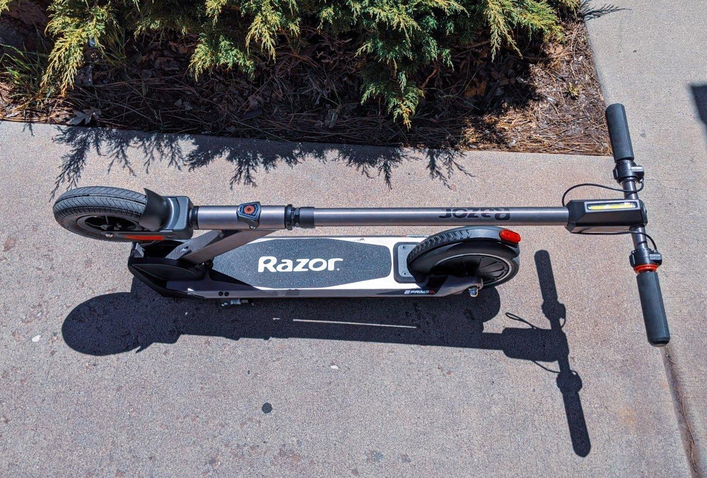 razor e prime iii electric scooter folded