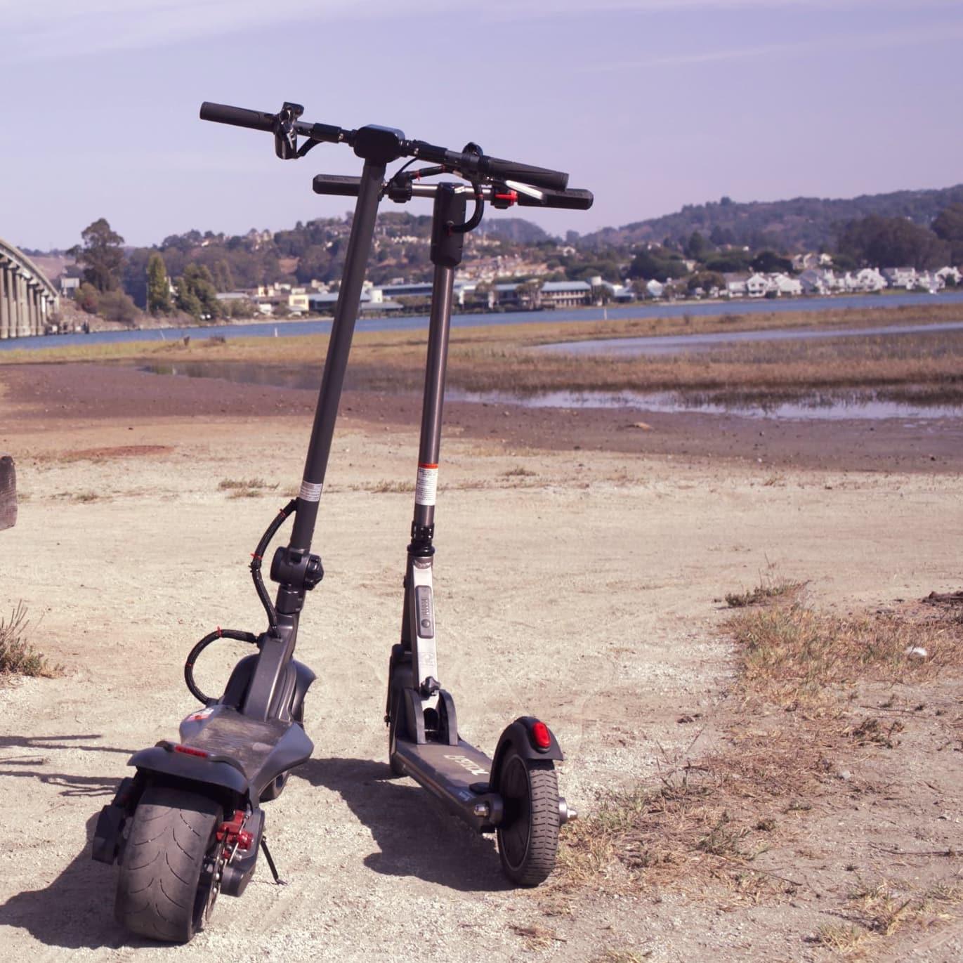 razor e prime iii next to a mercane widewheel pro