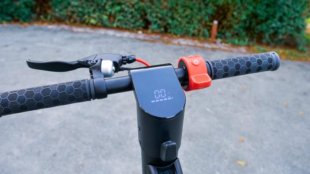 Turboant X7 Pro LED display and handlebars